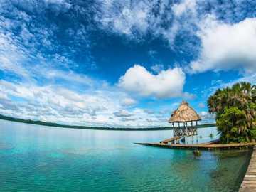 Lagune de Lachúa - C'est un cénote au Guatemala. Il est situé dans la jungle tropicale de la municipalité de Co