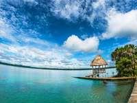 Lagune von Lachúa - Es ist eine Cenote in Guatemala. Es befindet sich im tropischen Dschungel in der Gemeinde Cobán, Al