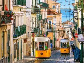 przez ulice pociągiem - przez ulice tramwajem