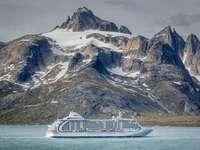 Grosses Schiff vor Grönland - Grosses Schiff vor Grönland
