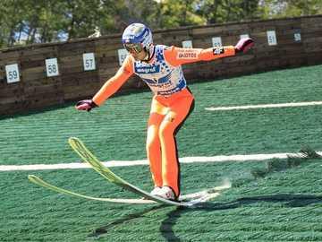 saut à ski d'été - m ...................