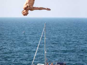 Extreme diving in Polignano a Mare - m ....................