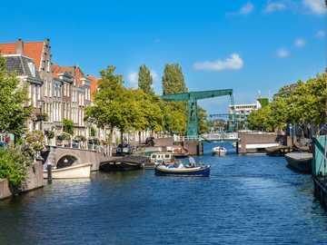 Ciudad de Leiden en los Países Bajos