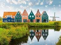 Házak és szélmalom Hollandiában