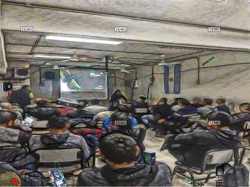 Unordentliches Klassenzimmer - chaotisches Klassenzimmer der GFP. Für das Schülerspiel. Es ist ein Test.