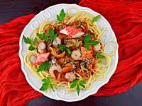 Aromatic spaghetti with seafood - m .......................