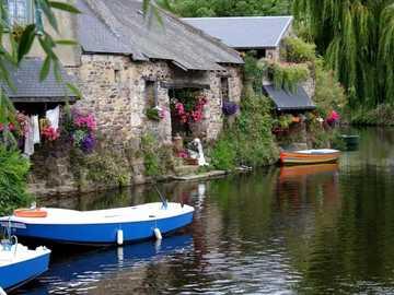 dom nad rzeką - m.........................