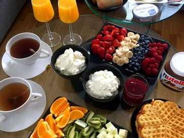 gesundes Frühstück - gesundes Frühstück - Waffeln, Tee und Obst