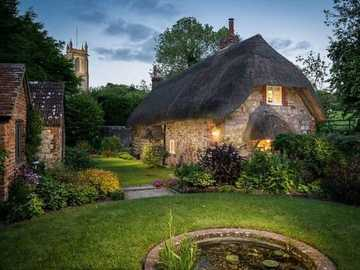 La Faerie Door and Cottage dans le Wiltshire, Angleterre - La Faerie Door and Cottage dans le Wiltshire, Angleterre