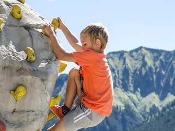 climbing - m ...........................