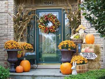 Área de entrada decorada no outono