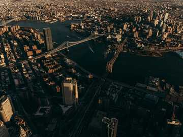 Aereo photo of Brooklyn Bridge - aerial photography of bridge during daytime. New York, Nueva York, EE. UU.