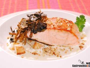 Salmon with almonds - Salmon with almond cream