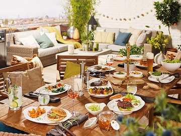 Tavolo da festa - Varietà di piatti alla griglia