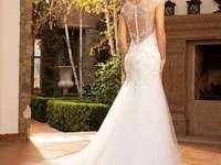 mujer en un vestido de novia - m ...................