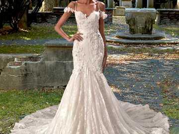 Frau in einem Hochzeitskleid - m ...................