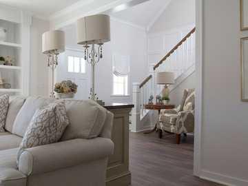 Dekoracje - Wystrój salonu w kolorze białym