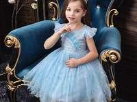 Mädchen mit Kleid - Kleines Mädchen mit schönem Partykleid