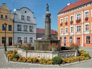 Mietshäuser, ein Brunnen auf dem Marktplatz in Bytom - m ......................