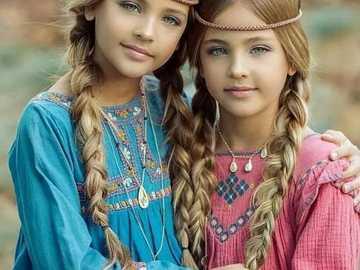 najpiękniejsze bliźniaczki - m....................