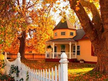 Къща в градината - Къща в есенната градина
