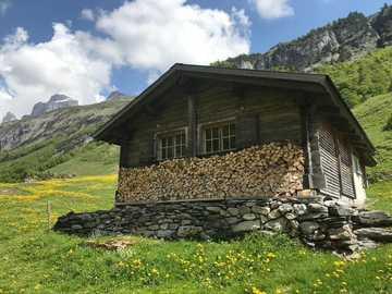 Chata alpejska w Szwajcarii - Chata alpejska w Szwajcarii
