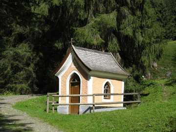 Chapel on the way invites you to quiet - Chapel on the way invites you to quiet