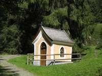 La cappella sulla strada ti invita alla calma - La cappella sulla strada ti invita alla calma