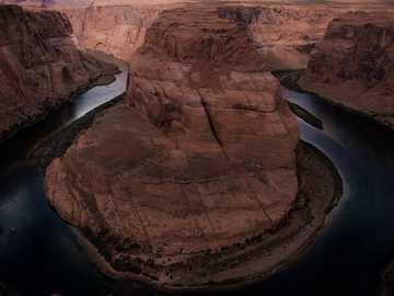 courbure en fer à cheval - vue aérienne du Grand Canyon pendant la journée. Horseshoe Bend, États-Unis