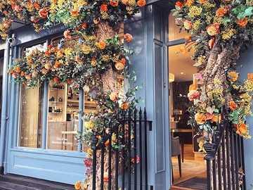 Entrada decorada con flores - Entrada decorada con flores