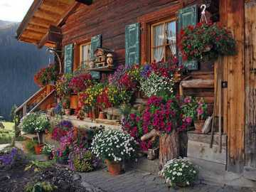 Farmhouse in Austria with floral decorations - Farmhouse in Austria with floral decorations