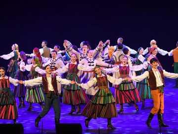 Conjunto de música e dança folclórica 'Mazowsze' - m .............................