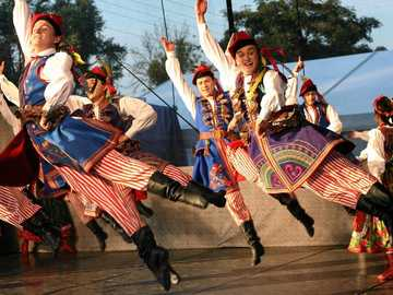 Folk Song and Dance Ensemble 'Mazowsze' - m .............................
