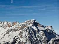 Lune d'Engelberg - montagne couverte de neige. ENGELBERG, Engelberg, Suisse