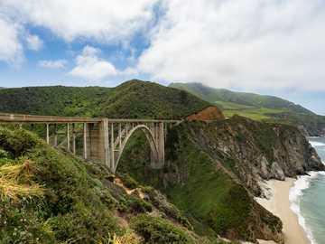 fotografia del ponte marrone - Ponte a Big Sur in California.