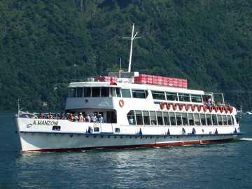 Rejs statkiem po jeziorze Como - Rejs statkiem po jeziorze Como