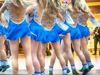 млади танцьори - млади танцьори на шоуто