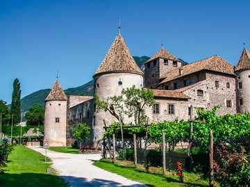 Antiguo castillo de Bolzano Tirol del Sur - Antiguo castillo de Bolzano Tirol del Sur