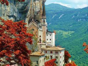 Iglesia de roca Madonna della Corona Spiazza Veneto - Iglesia de roca Madonna della Corona Spiazza Veneto
