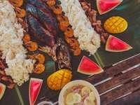 Boodle-harc Siargaóban - főtt hal, garnélarák és rizs. Siargao-sziget, Fülöp-szigetek