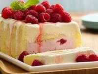 Eisdessert - Gefrorenes Dessert mit Obst