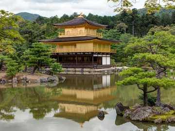 Japonská zahrada - pagoda v japonské zahradě