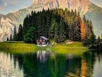 καθρέφτη τοπίο του δάσους και των βουνών - καθρέφτη τοπίο του δάσους και των βουνών