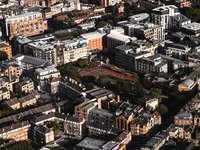 Απόψεις από ψηλά. - λευκά και καφέ κτίρια κατά τη διάρκεια της ημέρας. Λονδ