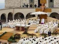 Nabożeństwo Papieża Franciszka Katedra w Asyżu
