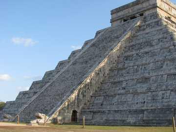 Chichen Itza - Pyramide de Kukulkán, dans la zone archéologique de Chichén Itzá