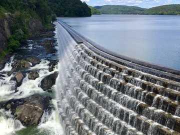 Diga di New Croton a New York - specchio d'acqua durante il giorno. 56 Croton Dam Rd, Croton-On-Hudson, NY 10520, USA, Croton-o