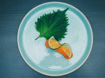 Lachssushi auf Teller - Die Kunst, Sushi zu machen. Asia Restaurant Dänemark, Kopenhagen, Dänemark