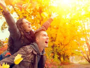 Glückliches Paar - Glückliches lächelndes Paar.