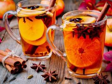 Să bei ceaiul - Împărtășiți ceaiul de scorțișoară.